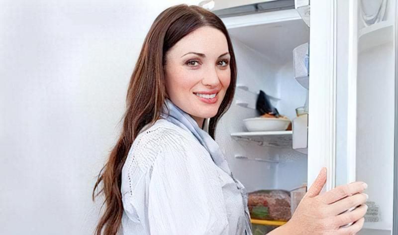 запаху в холодильнику