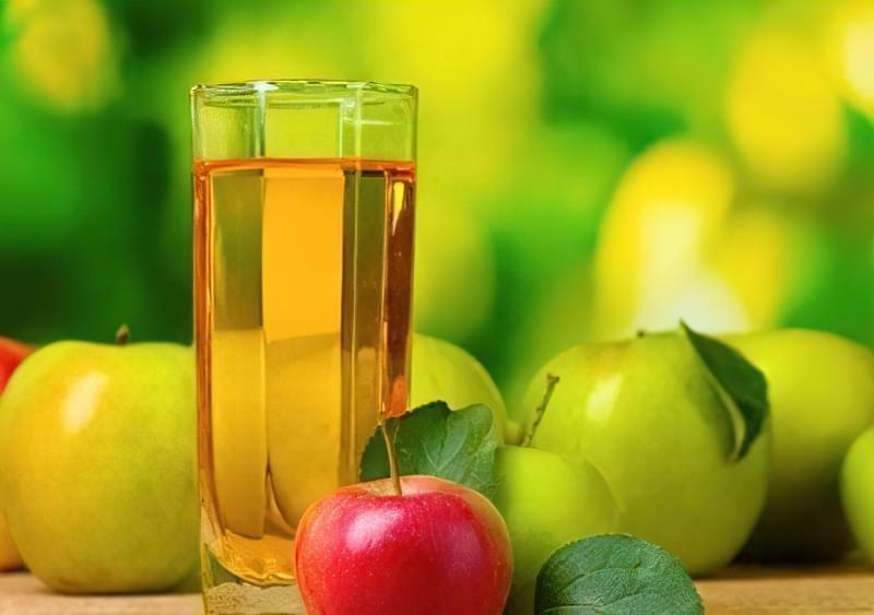 корисний яблучний сік