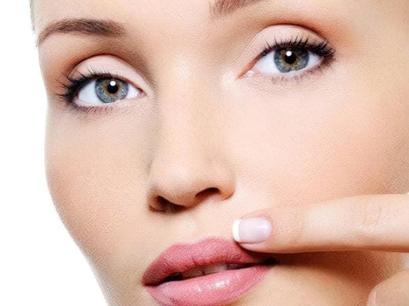 вуса у жінок