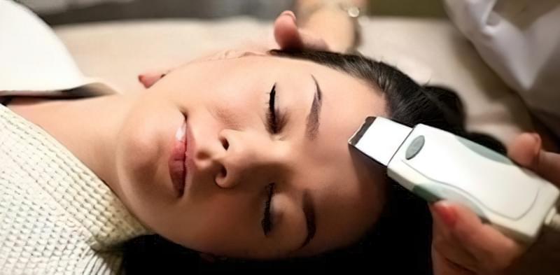 ультразвукова чистка обличчя в салоні