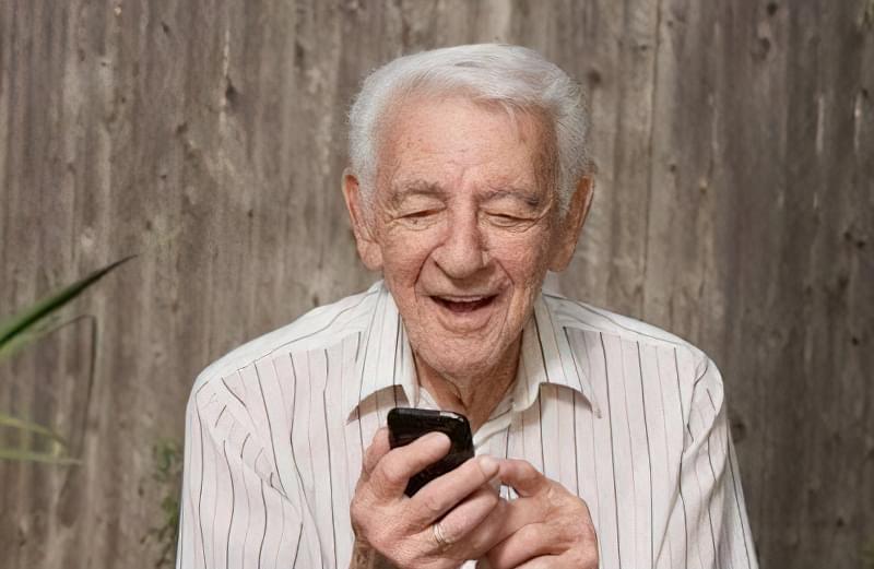 мобільний телефон для літнього
