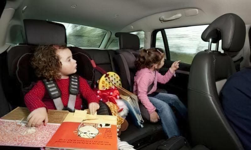 Як розважити малюка в дорозі
