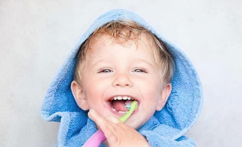 карієс молочних зубів у дітей раннього віку