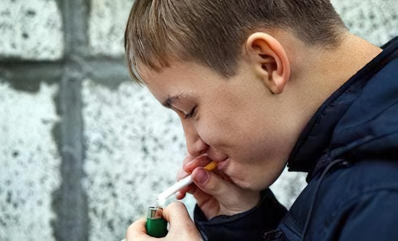дитина курить що робити