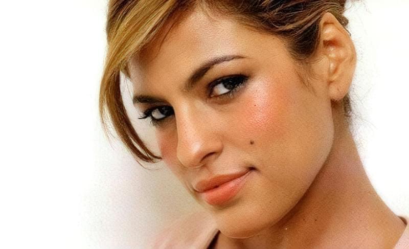 У багатьох голлівудських красунь є родимка на обличчі