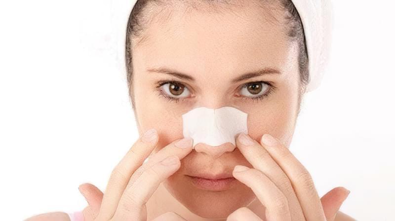 YAk shvydko pozbutysya vid chornyh krapok na nosi