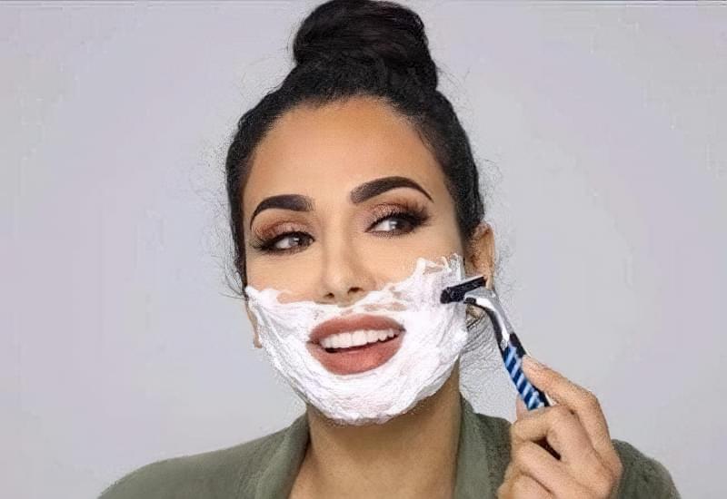 Навіщо жінці голити обличчя? Все про фейс-шейвінг 1