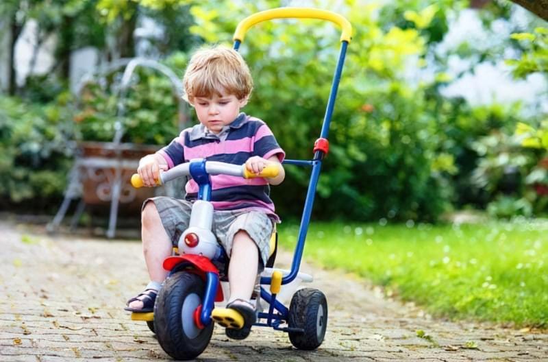класичний дитячий триколісний велосипед