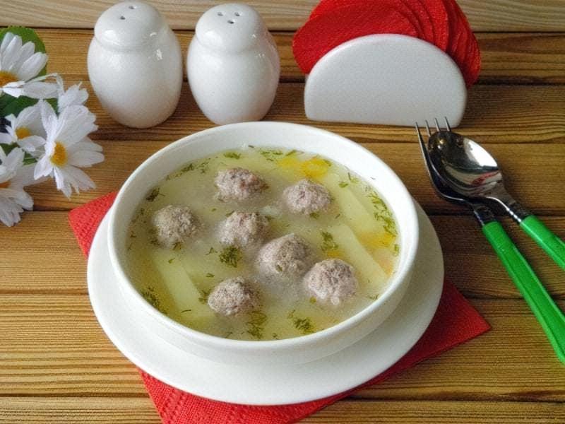 Суп з фрикадельками - варіант сервіровки