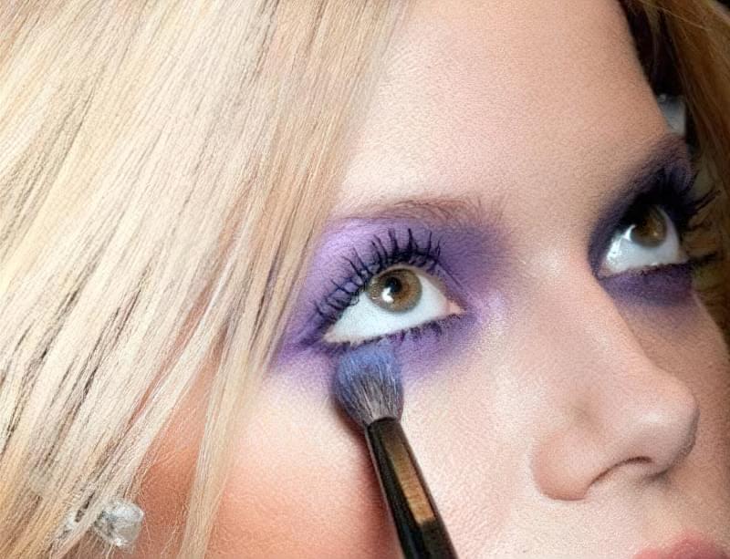 як фарбувати очі в стилі smoky eyes фіолетові