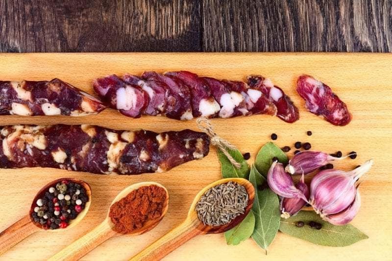 Домашня сиров'ялена ковбаса з салом і спеціями 1