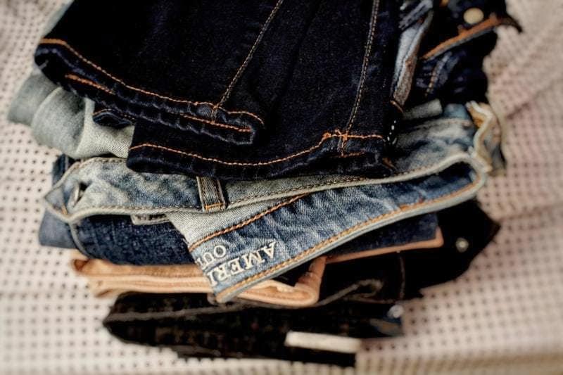 Стопка старого одягу