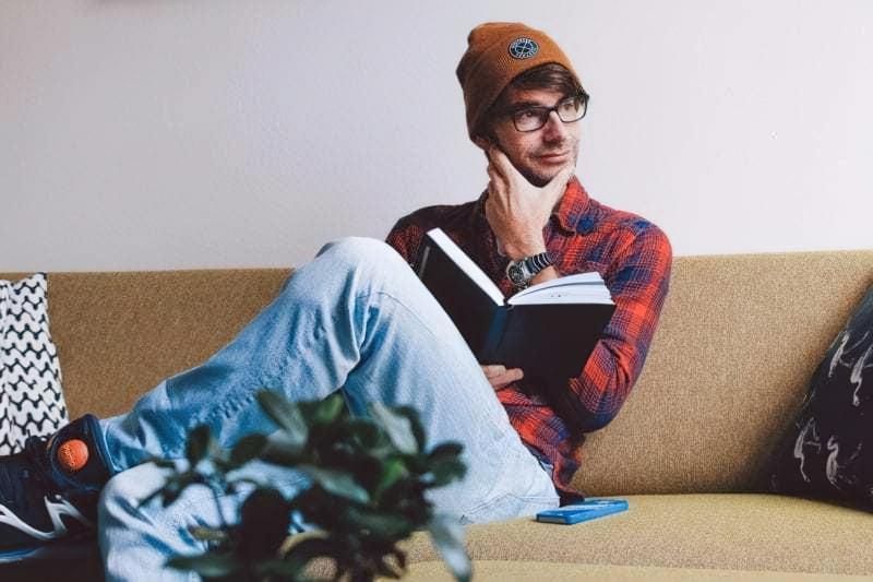 Чоловік з книгою