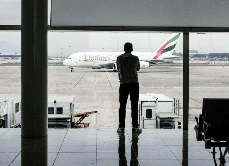 Чоловік в аеропорту