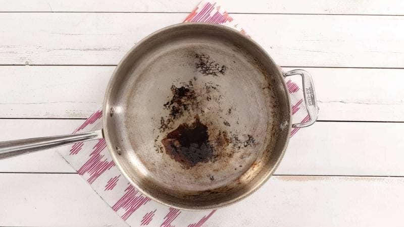 Алюмінієва сковорода нагар