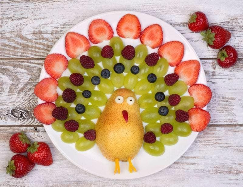 Пташка з фруктів
