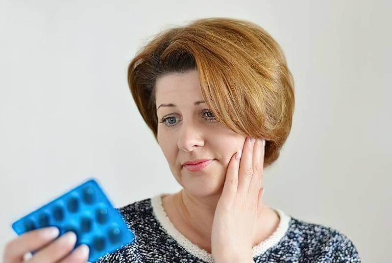 Знеболюючі таблетки, коли болить зуб