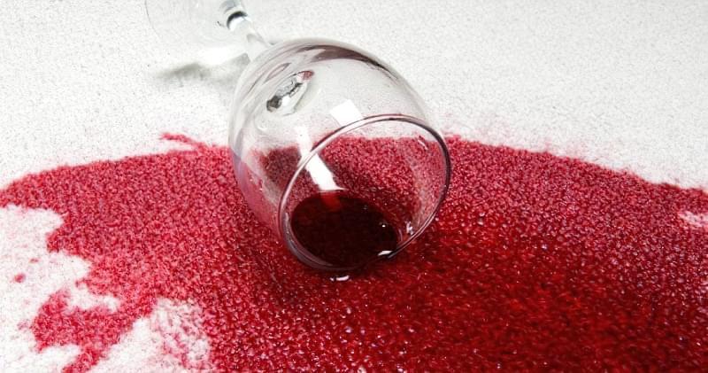 26 способів як швидко видалити пляму від червоного вина 1
