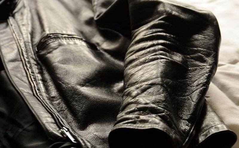 9 ефективних способів розгладити м'яту шкіряну куртку 3