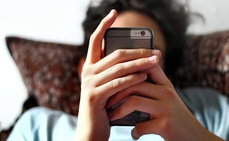 В Інтернеті користувач знаходить заміну реальному життю