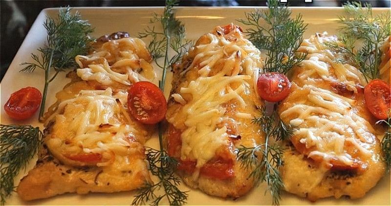 філе індички з помідором і сиром