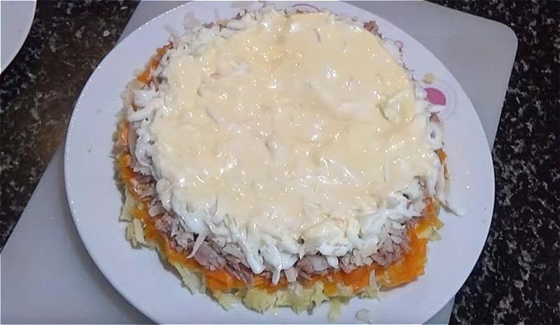 Salat Mimoza z rybnymy konservamy 5