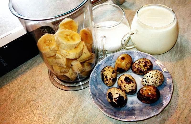 Популярний рецепт — перепелині яйця змішують з бананом
