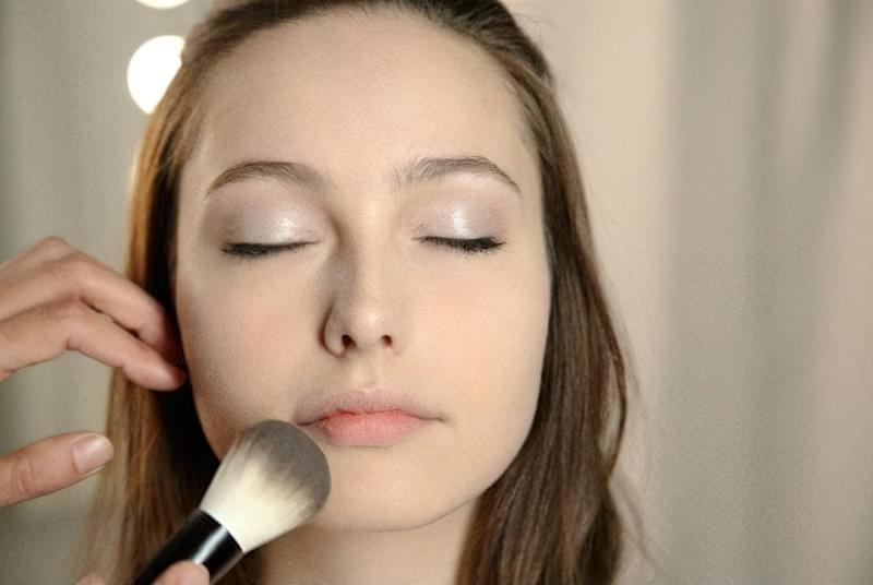 Косметичні засоби для поліпшення тону шкіри