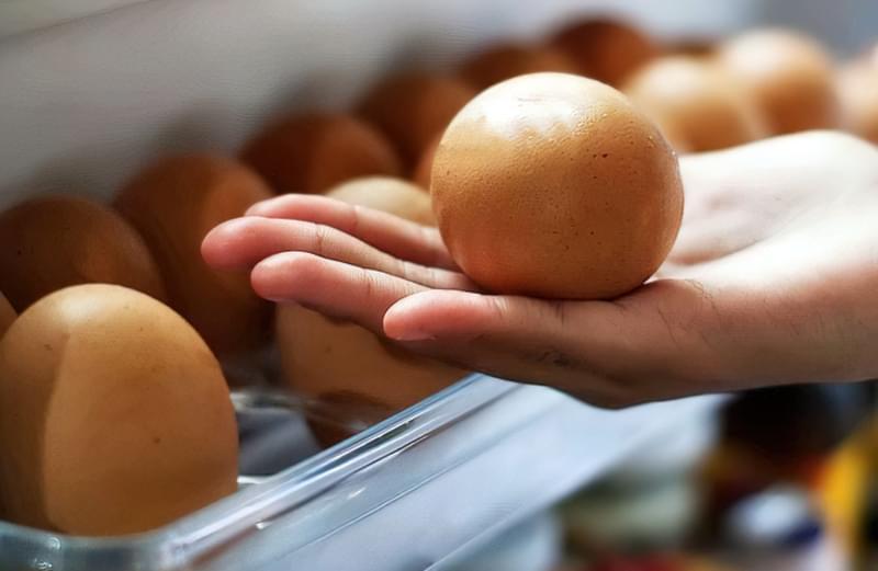 Якщо будете зберігати яйця в холодильнику деякий час, то відразу їх мити не рекомендується