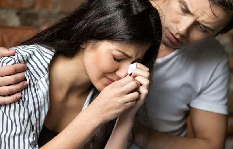 Справжній чоловік завжди заспокоїть і підтримає кохану