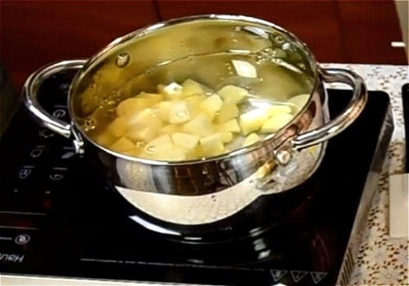 Grybnyj sup z sushenyh grybiv